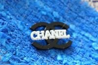 One  Authentic Chanel Button  1 pieces gold 💋💋💋💋emblem 1 inch  black& white