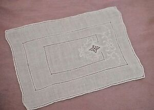 6 DAINTY VINTAGE LINEN COCKTAIL NAPKINS WITH EMBROIDERY & DRAWNWORK TT387