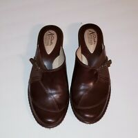Clarks Artisan Collection Brown Mule Clogs Slip On Womens Shoes Size 6 M leather