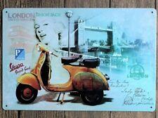 Vespa Piaggio Scooter London England UK carte postale art deco plaque métal signe B165
