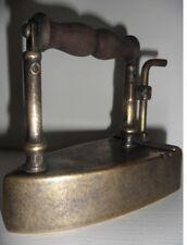 ANCIEN FER A REPASSER EN BRONZE FIN XIXè fournis avec son galet