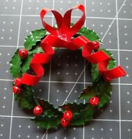 Vintage Holiday Wreath Christmas Pin Brooch Light Weight Metal