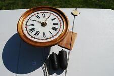 E1 Ancienne horloge avec ses 2 poids