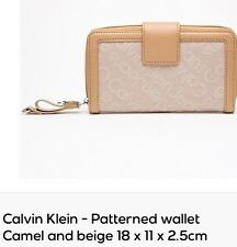 Calvin Klein - Patterned wallet Camel and beige 18 x 11 x 2.5cm RPR:£90