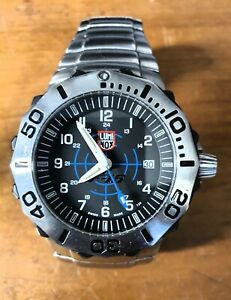 Luminox F-16 watch fighting falcon Quartz Pre-owned with box and papers