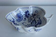 Superbe petite verseuse MEISSEN en forme de feuille Décor Floral Bleu
