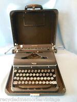 vintage typewriter Royal Quiet Deluxe 1946 A1190907 case  works nice