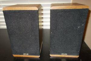 Pair of Vintage KLH Reference Series 7001 Speakers - Retro Wood Style