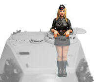Aurora Model 1/35 figures WWII King Tiger Girls /German Panzer Crew ML-082
