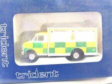 Trident 1/87 90203 Chevrolet Paramedic Ambulance OVP (LN3063)