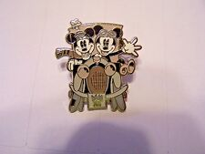 2004 DISNEY PIN MICKEY MOUSE and MINNIE in Car Black White