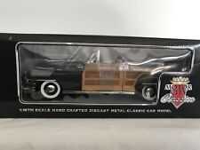Motor City Classics 5004 Chrysler Town & Country 1948 Conv 1/18 mint & boxed