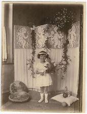 PHOTO ANCIENNE - FILLE JOUET PARAVENT FLEUR MODE - GIRL FASHION-Vintage Snapshot
