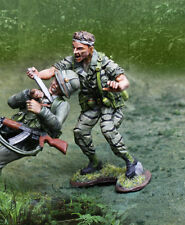 COLLECTORS SHOWCASE VIETNAM WAR CS01045 GREEN BERET LRRP ATTACKING WITH KNIFE MB