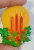RARE VINTAGE CHRISTMAS CANDLES HARD PLASTIC PIN BROOCH MADE IN HONG KONG