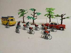 Lot de 12 coureurs cyclistes en plomb 1/43