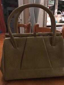 Vintage 1960s Beige Faux Leather Pvc Handbag