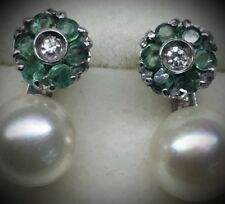Orecchini in oro, perle e smeraldi. Earrings in gold, pearl and emerald.