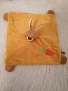 Doudou lapin orange, marron, carotte, Soft Friends