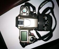 Nikon F70 con obiettivo Nikon Nikkor 35-80mm