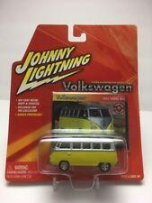 2004 Johnny Lightning - Volkswagon #13 : 1965 Samba Bus (yellow&silver)