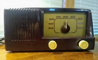 1953 BAKELITE GE  AM 5 TUBE AM RADIO FOR RESTORATION WORKING WITH STATIC