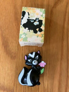 Vintage 1972 Avon kids Sniffy Skunk Pin Pal Fragrance Glace Solid Perfume