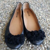 Kenneth Cole Reaction Black Floral Leather Upper Flats Size 6.5