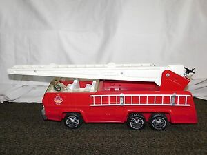 """VINTAGE TOY  19 1/2"""" LONG RED TONKA METAL AERIAL LADDER  FIRE TRUCK"""