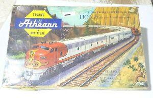 Vintage Athearn yellow box 406-14.95 Burlington Train set w/extra Feischmann car
