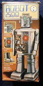 ROBOT VINTAGE. Robot 2500. CYCLOPS ROBOT; Durban Industries. 26,5 cm. Avec boite