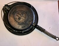 Griswold #8 Cast Iron Waffle Maker and Base  Ball Hinge Bail Handle    TR0497