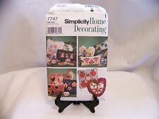 SIMPLICITY HOME DECORATING SEWING PATTERN #7747 APPLIQUED PILLOWS Uncut Dated 97