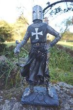 15106   FIGURINE  STATUETTE CHEVALIER  ARMURE CROISE TEMPLIER  MEDIEVAL 45 CM