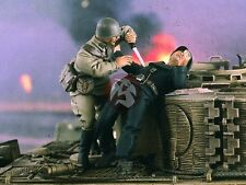 "Verlinden 1/35 ""Sneak Attack"" Russian Soldier & German Tanker WWII (2 Figs) 2351"
