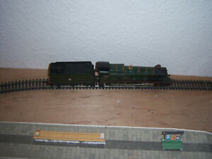 Hornby OO  4-6-0 Hall Class Locomotive 5934 Kneller Hall in GWR green TESTED