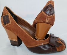 NOT RATED brown geometric suede heels w/ bows, size 6.5 gently worn, very cute!