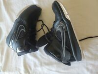 Boys NIKE  Basketball Shoes Size 5Y (599187)