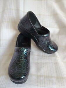 DANSKO Women's Patent Leather Clogs- Size 40/US 9.5-10 (EUC)
