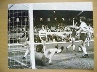 100% ORIGINAL PRESS PHOTO PLAYER in ACTION TO GOAL (apx. 21.5x16.7 cm)