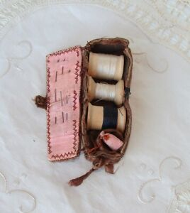 Antique Suede Leather Sewing Kit Thread & Thimble Holder Needle Emery
