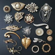 20pc Vintage Pearl Brooch Pin Lot LISNER CORO M.JENT Flower Rhinestone Leaf MM12