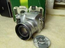Fujifilm FinePix S Series S3000 3.2MP Digital Camera 4 x new batteries
