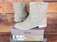 """CABARET ROCK""Clark's Women/Ladies TAUPE Suede Boots size UK 7 D Excellent"