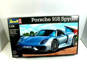 Revell Porsche 918 Spyder 1:24 scale Plastic Model Kit  07026 Skill 4 NIB Sealed