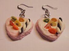 Ohrringe mit rosa Waffelherz gefüllt mit Sahne sowie Früchte aus Kunststoff 4586