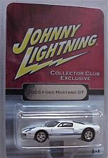 Johnny Lightning 2005 Ford Mustang GT Collector Club Exclusive in blister pack