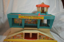 VINTAGE 1972 FISCHER PRICE LITTLE PEOPLE #996 FAMILY AIRPORT