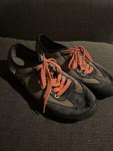 mens simple shoes 9.5