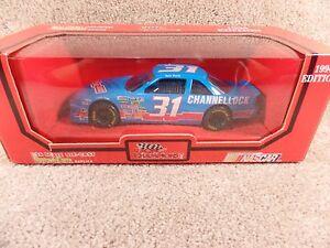 1994 Racing Champions 1:24 Diecast NASCAR Tom Peck Channellock Chevy Lumina #31